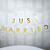 Scripted Marble Just Married Large Bunting
